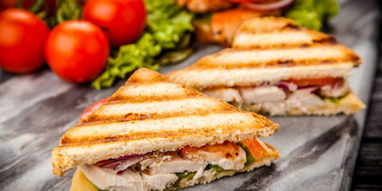 Romeo chicken sandwich Pauwel Sauzen