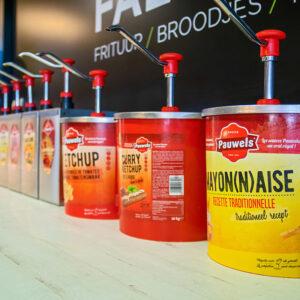 Mayonaise, Ketchup en Curryketchup van Pauwels sauzen bij Faluche (Brugge)